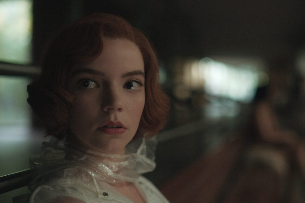 THE QUEEN'S GAMBIT (L to R) ANYA TAYLOR-JOY as BETH HARMON in episode 104 of THE QUEEN'S GAMBIT Cr. COURTESY OF NETFLIX © 2020