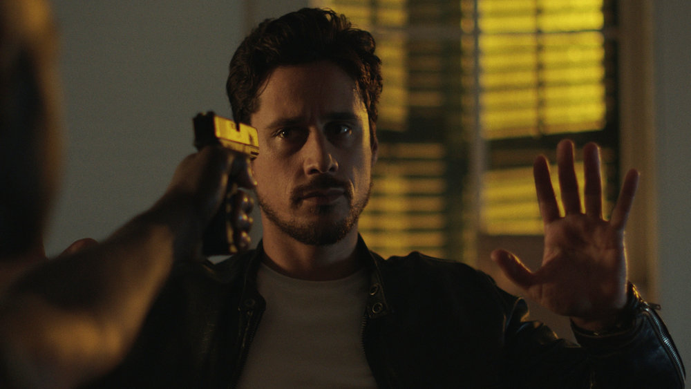 """QUEEN OF THE SOUTH -- """"No Te Pierdas La Cabeza"""" Episode 503 -- Pictured in this screengrab: Peter Gadiot as James Valdez -- (Photo by: USA Network)"""