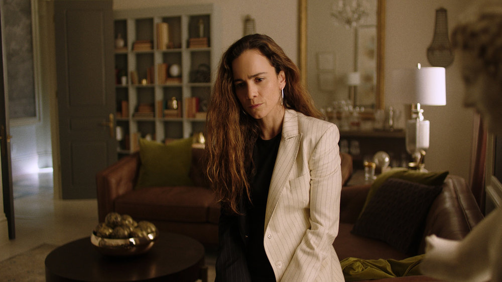 """QUEEN OF THE SOUTH -- """"La Situacion"""" Episode 504 -- Pictured in this screengrab: Alice Braga as Teresa Mendoza -- (Photo by: USA Network)"""