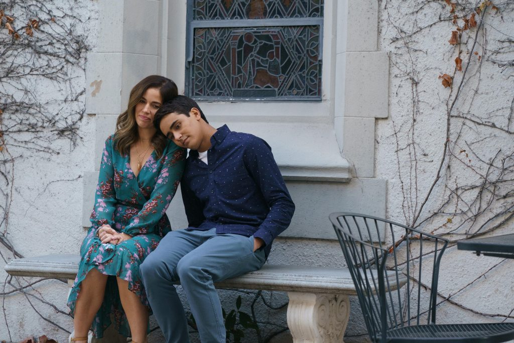 """Love, Victor -- Sincerely, Rahim"""" - Episode 206 -- Pilar's new friend Rahim reaches out to Victor for guidance. Victor and Isabel reach a boiling point. Isabel (Ana Ortiz) and Victor (Michael Cimino), shown. (Photo by: Michael Desmond/Hulu)"""